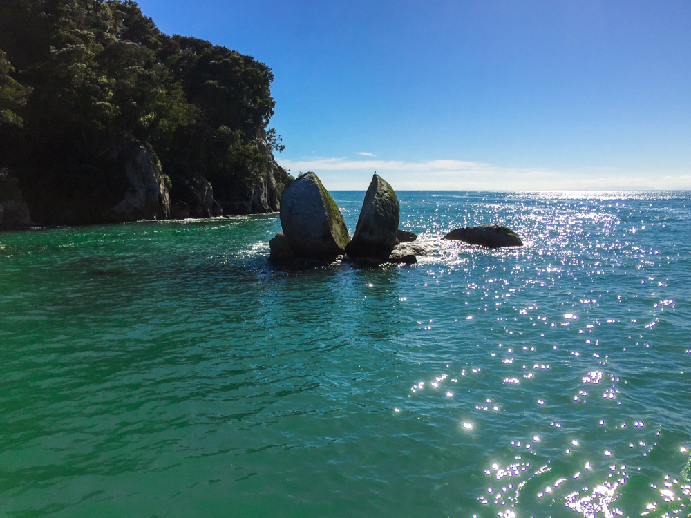 Split Apple Rock in the beautiful sea at Abel Tasman Park