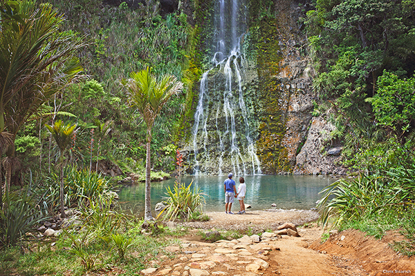 Couple enjoying NZ's mild climate at Karekare Falls - Move to New Zealand