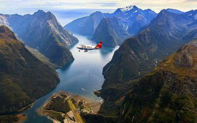 Scenic flights of Milford Sound in winter