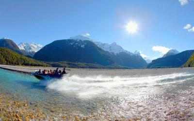 Dart River Safari Winter Tour