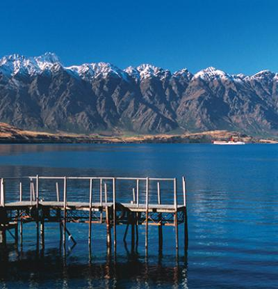 View over Lake Wakatipu in beautiful Queenstown