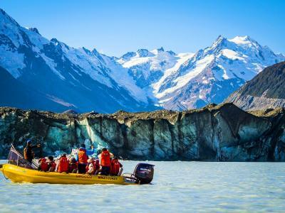 Boat trip on the Tasman Glacier Lake