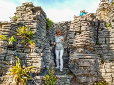 Photo stop at the pancake rocks in Punakaiki