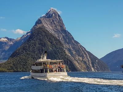 Small boat Cruise on Milford Sound in Spring