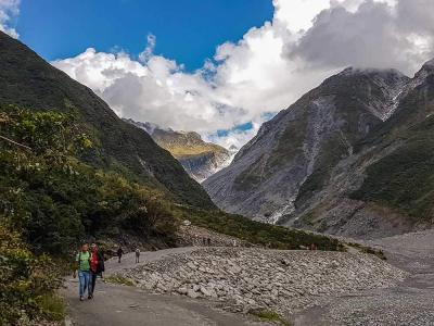Hikers on the Franz Josef Glacier Valley track