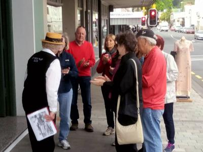 Guided walking tour in Napier with MoaTrek