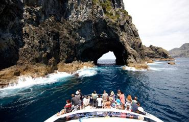 Top New Zealand Attractions the hole in the rock