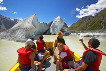 Exloring the Tasman Glacier Lake by boat - Unforgettable Experiences with MoaTrek