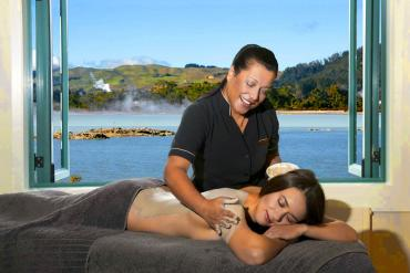 Massage with lake views at Rotorua - Relaxing Tours of NZ